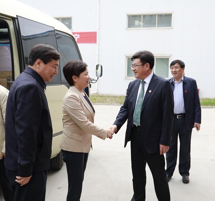 全国政青海省委常委王宇燕莅临康普公司进行专题考察和工作指导