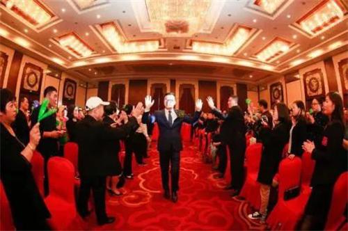 安然赢未来—龙8国际官网呼吸进万家暨新品发布会郑州站隆重举行
