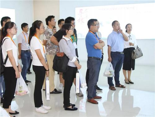 泰州市专精特新小巨人企业智能制造专题培训班学员考察隆力奇