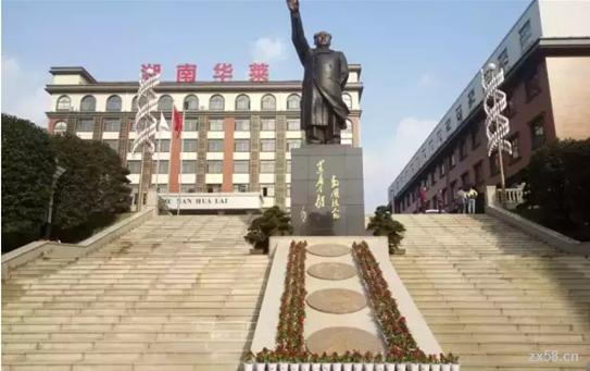 一期主席铜像