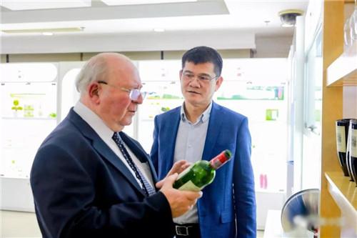 智利驻华大使施密特到访完美公司