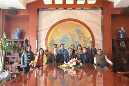 北方大陆高层领导与缅甸市场领导人合影留念